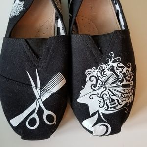Shoes - Blk and white flats size 9. Hairstylist detailing
